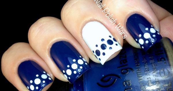 Рисунок на ногтях синий с белым